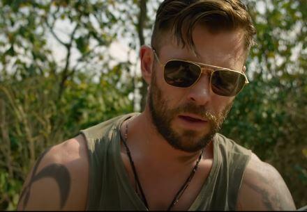Chris Hemsworth as Tyler Rake is looking stunning in Extraction 2020 Netflix Original Movie